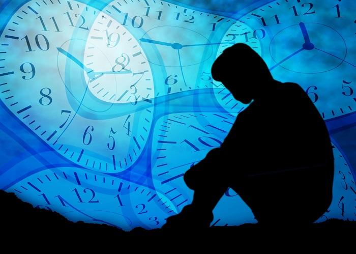不安な影と時計