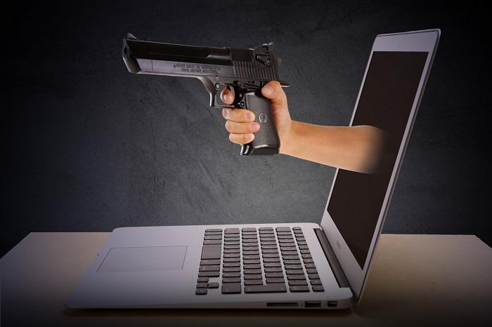 パソコンから拳銃