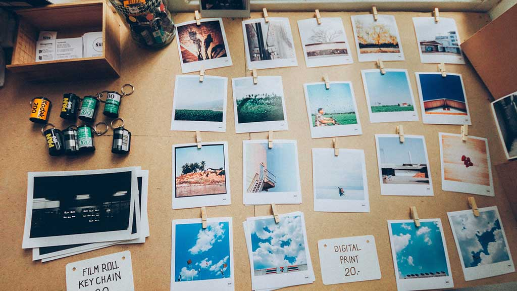 ボードに写真を飾る