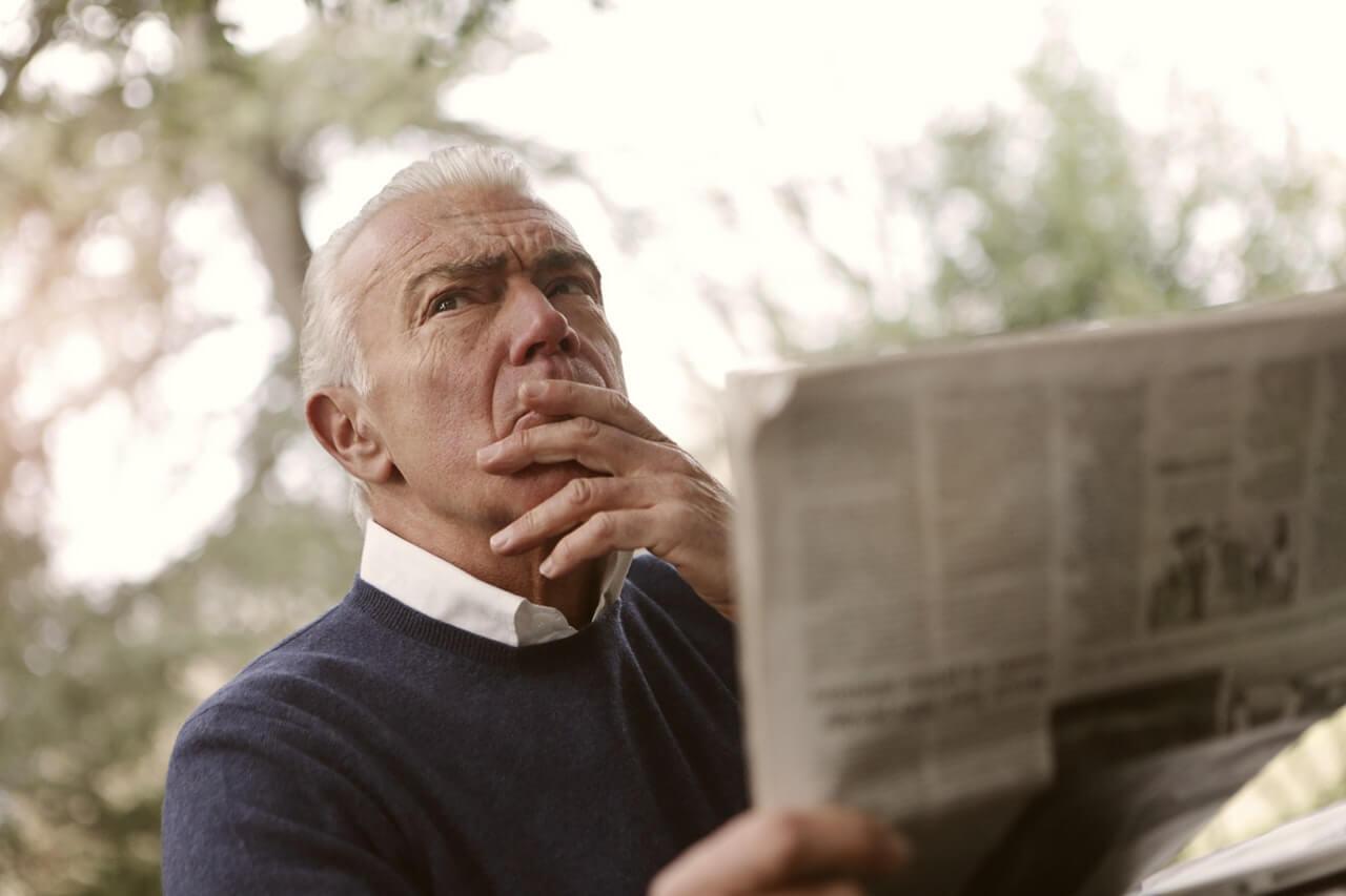 考える老紳士